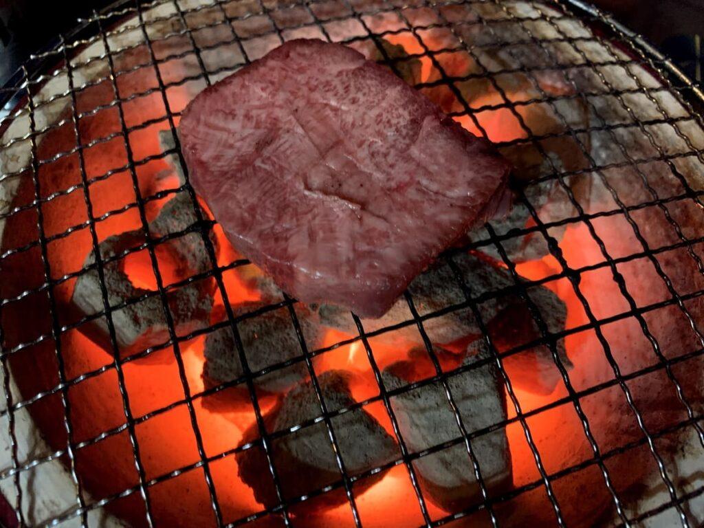 新垣ミートの牛タンを購入してから焼き上げるまで